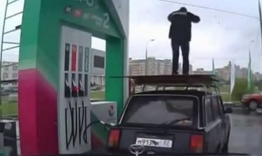 Τα τροχαία που κατέγραψαν οι κάμερες ασφαλείας στη Ρωσία (βίντεο)