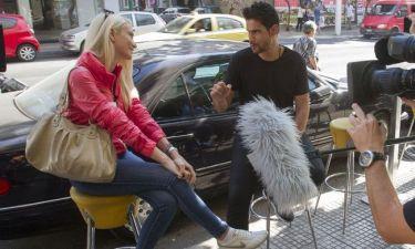 O Δημήτρης Ουγγαρέζος «βρίσκει» δύο γυναίκες με διάθεση για παιχνίδι και ρίσκο
