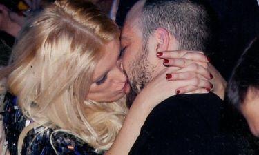 «Καυτά» φιλιά σε δημόσια θέα!