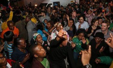 Νότια Αφρική: Δεν θρηνούν τον χαμό του Μαντέλα, γιορτάζουν τη ζωή του! (φωτογραφίες)