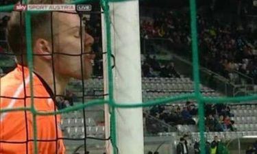 Αυστρία: Τερματοφύλακας έγλειψε το δοκάρι! (photos)
