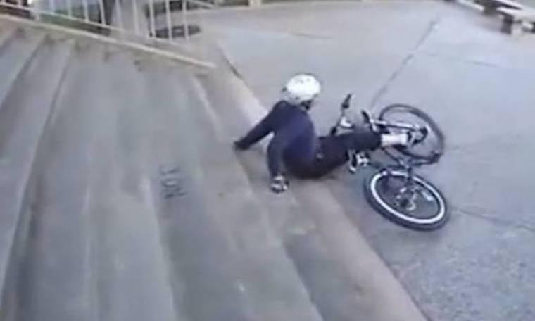 Όταν οι ποδηλάτες κάνουν... γκάφες (βίντεο)