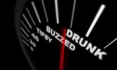 "Hangover: 14 τρελές ""θεραπείες"" που δεν θα πιστεύετε!"