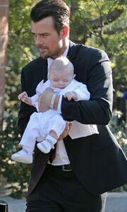 Fergie: Βάφτισε το γιο της! Δείτε φωτογραφίες!