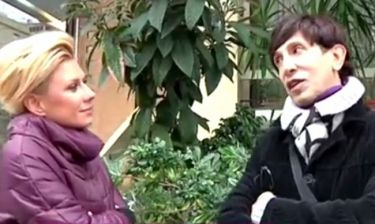 Ο Δημήτρης Παπάζογλου ξενάγησε την Κατερίνα Καραβάτου στη γειτονιά της Αλίκης Βουγιουκλάκη