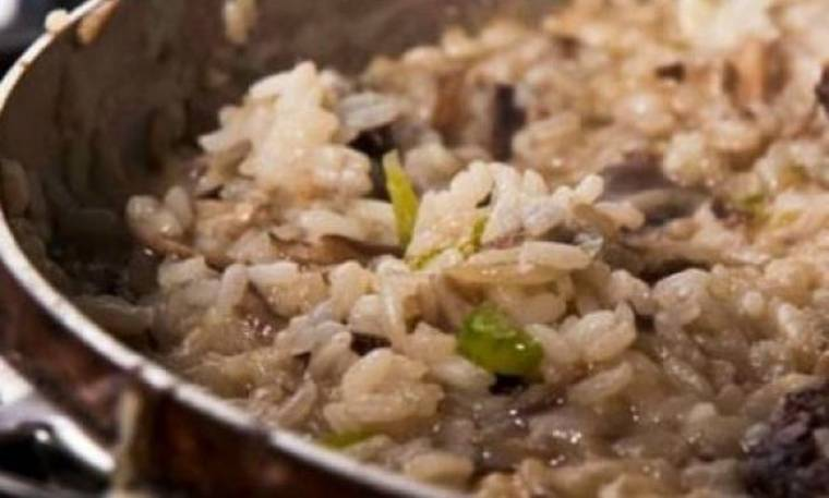 Αφράτο και μυρωδάτο ριζότο με άγριο ρύζι και μανιτάρια