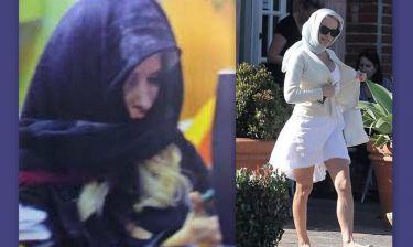 Μετά τη Μενεγάκη και η… Pamela Anderson με μαντήλα!