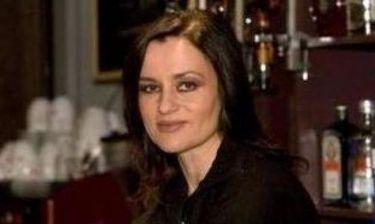 Καρυοφυλλιά Καραμπέτη: Πότε αισθάνθηκε ότι ο δρόμος της ζωής της ήταν το θέατρο;
