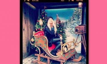Κατερίνα Καινούργιου: Στέλνει τις ευχές της καθισμένη στο έλκηθρο του Άγιου Βασίλη!