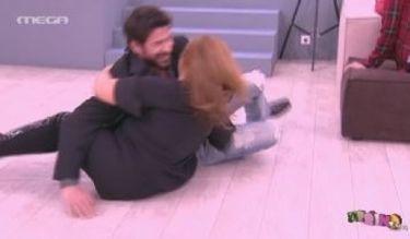 Έριξε στο πάτωμα ο Γεωργούλης την Σταυροπούλου (Απολαυστικό βίντεο)