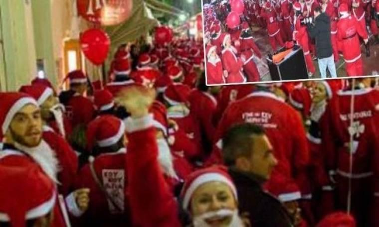 Χιλιάδες Άγιοι Βασίληδες με ομπρέλες, στους δρόμους των Χανίων