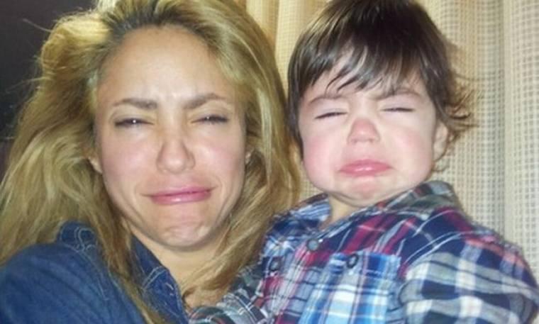 Η Shakira ποζάρει κάνοντας γκριμάτσες ενώ ο γιος της έκλαιγε!