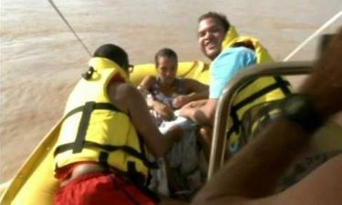 Γέννησε μέσα σε βάρκα διάσωσης