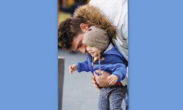 Ο χαζομπάμπας Γιώργος Μανίκας αγκαλιά με το γιο του!