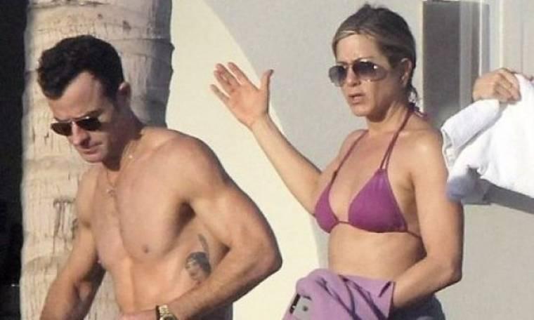 H Aniston έμπλεξε! Ο Theroux δεν τη χωρίζει για να μην καταστραφεί η καριέρα του;