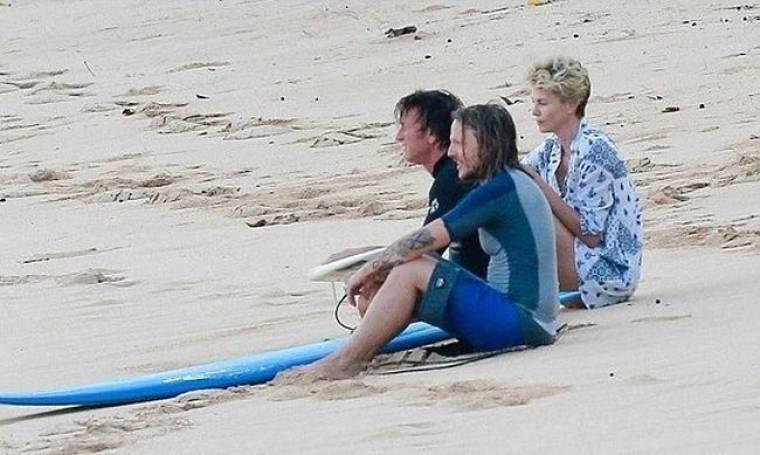Theron-Penn: Ρομαντικές διακοπές στην Χαβάη