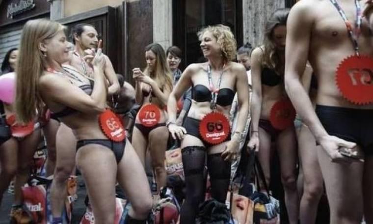 Ξεσάλωσαν οι Ιταλοί: Πήγαν για ψώνια με τα εσώρουχά τους!