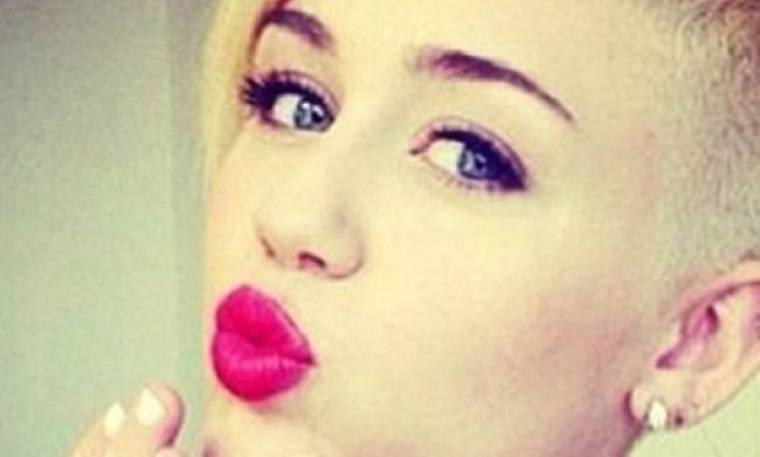 Ποιος ήταν τελικά ο πρώτος που φίλησε η Miley Cyrus το 2014; (φωτό)