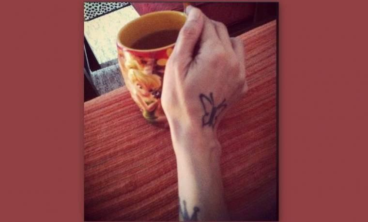Ποια ηθοποιός είναι άρρωστη και πίνει το τσάι της;