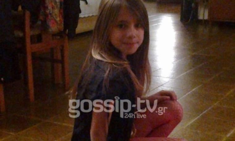 Κι όμως: Είναι η Παολίνα. Η κόρη της Πάολας ντυμένη… Πάολα! (Nassos blog)