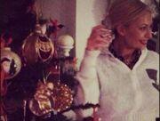 Η στεναχώρια της Μαρίας Μπακοδήμου, που αποχωρίστηκε το χριστουγεννιάτικο δέντρο της