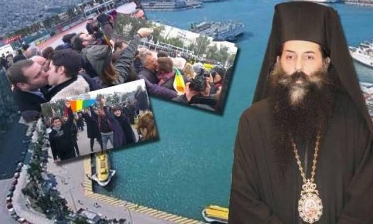 Ομόφυλοι φιλήθηκαν... με πρόφαση τη διαμαρτυρία κατά του Σεραφείμ