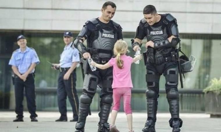 Παιδιά ενάντια στη βία: 'Οταν η φωτογραφία «πάγωσε» τη στιγμή (εικόνες)
