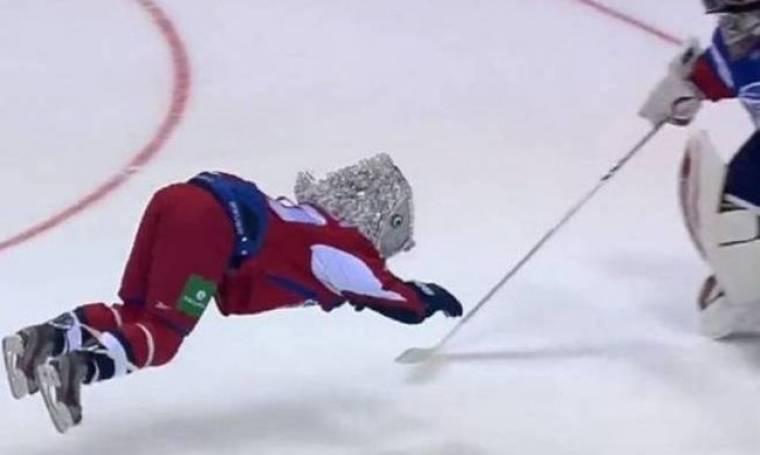 KHL: Παίκτης-ψάρι μπήκε πέναλτι (video)