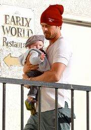 Josh Duhamel: Βόλτα με τον γιο του