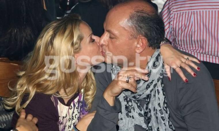 Το «καυτό» φιλί της Μαρίας Μπεκατώρου στον άντρα της!