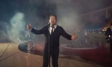 «Την έκανα την αμαρτία» τραγουδά ο Χάρης Κωστόπουλος και κάνει χαμό!