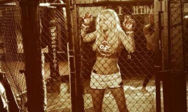 Η άγρια Λάουρα Νάργες μπήκε στο κλουβί και πάλεψε μέχρι τελικής πτώσης!