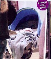 Φώτης Σεργουλόπουλος: Η πρώτη έξοδος με τον δυο μόλις μηνών γιο του (φωτό)