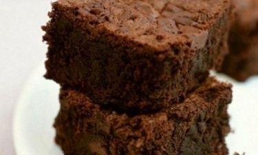 Αφράτα, σοκολατένια brownies με μόλις 100 θερμίδες ανά κομμάτι!