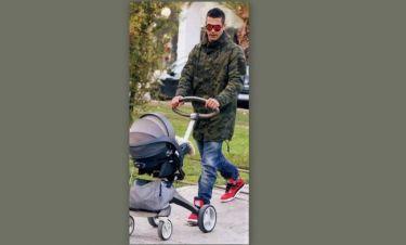 Αναδιώτης-Σταματοπούλου: Βόλτα με το αγγελούδι τους
