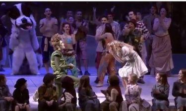 Ο «Peter Pan» έκανε πρόταση γάμου επί σκηνής στην «Wendy»!