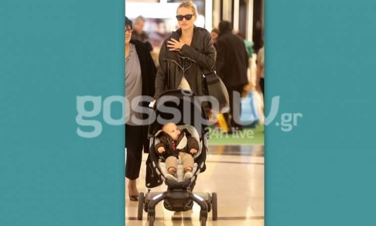 Νάταλι Θάνου: Δεν πάει πουθενά χωρίς τον γιο της