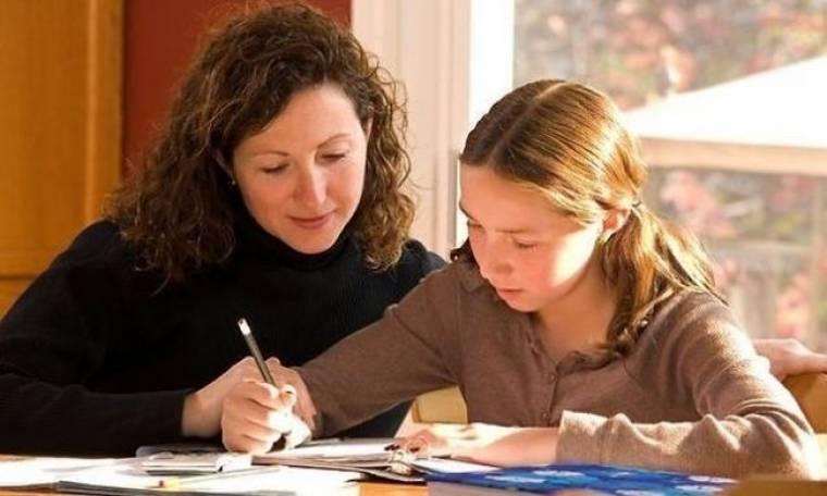 Ερευνα: Το 1/6 των γονιών, κάνει τις σχολικές εργασίες των παιδιών του!
