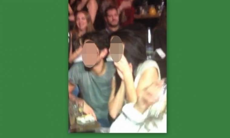 Ποιο ζευγάρι «τσακώσαμε» να διασκεδάζει στα πίσω τραπέζια νυχτερινού κέντρου