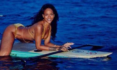 Δεν σταματά τις sexy πόζες η Rihanna