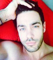 Κορίτσια, ο Μαρτάκης στο κρεβάτι του!