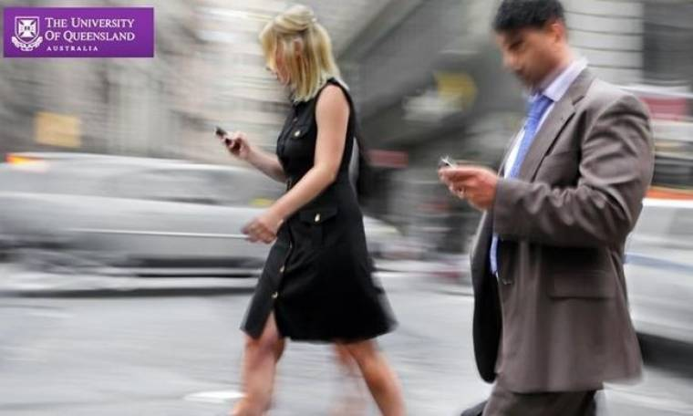 Μη στέλνετε μηνύματα όταν περπατάτε!