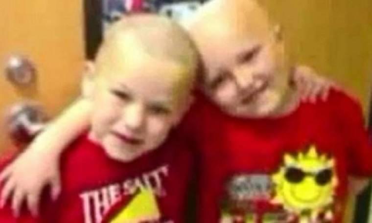5χρονος ξύρισε το κεφάλι του για να υποστηρίξει φίλο του με καρκίνο
