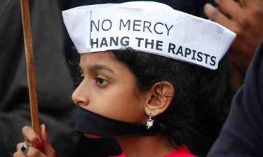 Την τιμώρησαν με ομαδικό βιασμό επειδή ερωτεύτηκε