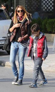 Αγγελική Ηλιάδη: Στην παιδική χαρά με τον γιο της