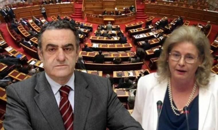 Χαμός στη Βουλή: Η Ζαρούλια αποκάλεσε τον Χ. Αθανασίου αληταρά! (vid)