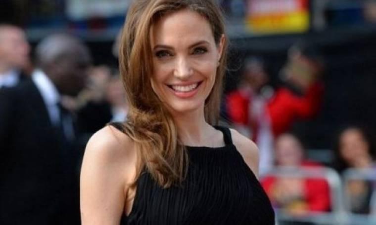 Τι πλαστική επέμβαση ετοιμάζεται να κάνει η Angelina Jolie πριν από τον γάμο;