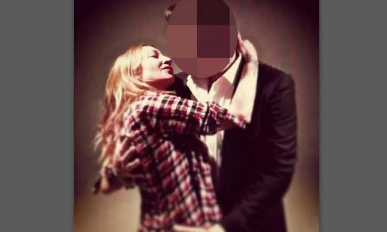 Ποιον ετοιμάζεται να φιλήσει η Ρούλα Ρέβη; Και δεν είναι ο Αποστόλης Τότσικας!
