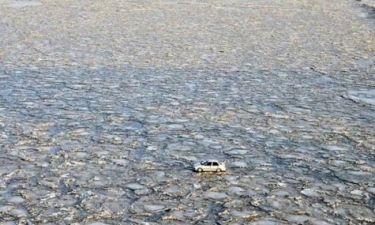 Οδήγησε πάνω σε παγωμένο ποτάμι για να γλιτώσει τα διόδια!