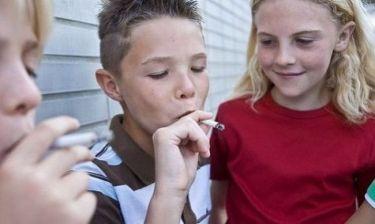 Έρευνα: Φουγάρα τα Ελληνόπουλα! Ξεκινούν το κάπνισμα από επτά ετών